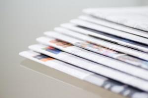 aboutpixel.de / Stapel von Zeitungen, sortiert © Helmut Luttenberger
